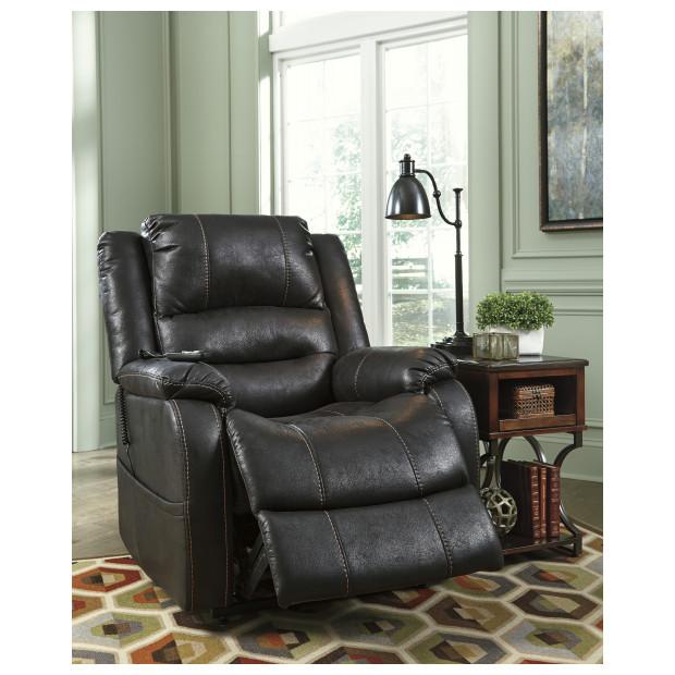 Ashley Furniture   1090112